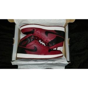Air Jordan 1s team red/black